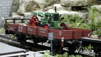 DR Niederbordwagen mit Traktor (Low-sided gondola with tractor)
